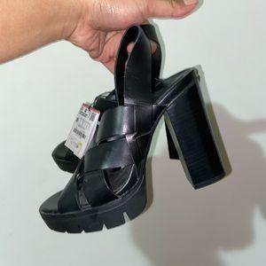 Zara Strapped heels SIZE 6 US